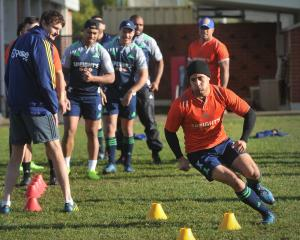 Highlanders and All Blacks halfback Aaron Smith dodges through some cones at training at Logan...