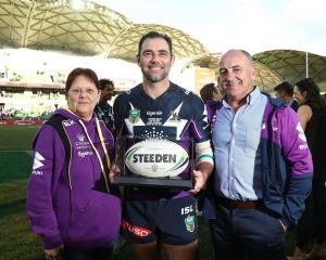Cameron Smith with parents Sonia and Wayne after his 350th NRL game. Photo: Getty Images