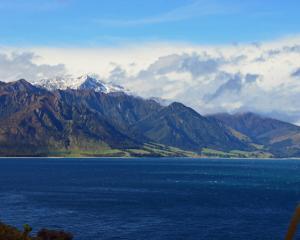 Lake Hawea. Photo Getty Images