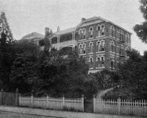 St Margaret's girls' hostel, showing the new wing, recently added. — Otago Witness, 19.12.1917.