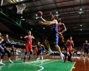 Breakers guard Kirk Penney takes the ball to the hoop against Melbourne United. Photo: Getty Images