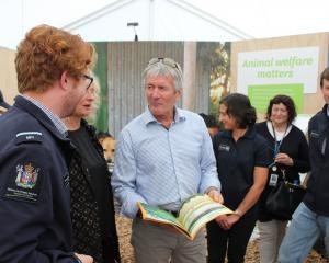 Minister for Agriculture Damien O'Connor talks to Ministry for Primary Industries (MPI) team...