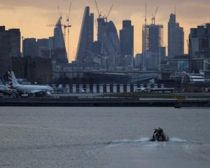 A bomb disposal team approach London City Airport, Photo: Reuters