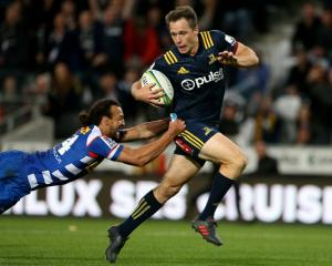 Highlanders fullback Ben Smith tries to get past Dillyn Leyds of the Stormers. Photo: Getty...