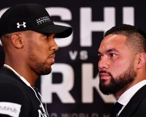 Anthony Joshua (left) and Joseph Parker. Photo: Getty Images