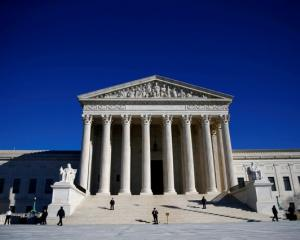 Police officers stand in front of the U.S. Supreme Court in Washington, DC. Photo: Reuters