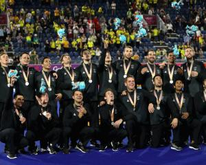 The New Zealand men's hockey team celebrate with their silver medals after the match. Photo: Getty