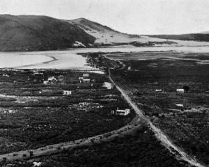Aramoana and the Otago Harbour entrance. — Otago Witness, 3.4.1918.