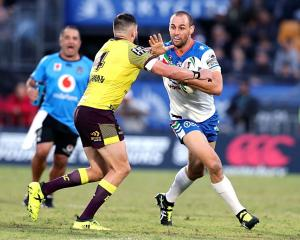 Simon Mannering carries the ball for the Warriors. Photo: Getty Images