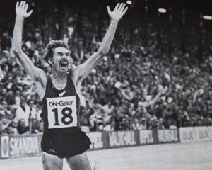 Dick Quax celebrates breaking the world 5000m record. Photo: NZ Herald