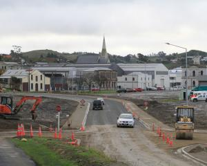 The $600,000 Waterfront Rd extension in Oamaru Harbour is now open to traffic. Finishing touches...