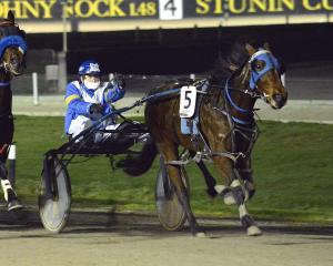 Olde Oak Emma (Alicia Harrison) sprints past Omar Sharif to win the first heat of the New Zealand...