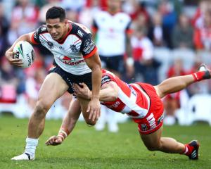 Warriors skipper Roger Tuivasa-Sheck is caught by an Illawarra tackler. Photo: Getty