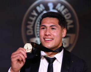 Roger Tuivasa-Sheck after winning the Dally M medal. Photo: Getty Images