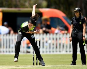 Lisa Griffiths bowls for the Sydney Thunder during last year's WBBL. Photo: Getty Images
