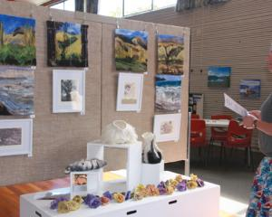 IMG 3455: Kate Gray of Blackmount, Fiordland admires the work of Guest artist, Angela Meecham of...