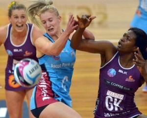 Southern Steel centre Shannon Francois (left) and Queensland Firebirds goal keep Romelda Aitken...