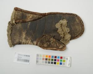 Steersman's glove. Photo: Otago Museum