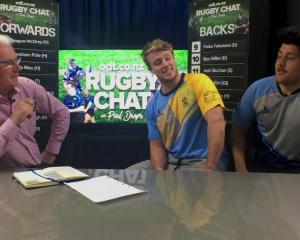 Paul Dwyer chats to Varsity Prems captain Jack McHugh and prop Kilipati Lea.