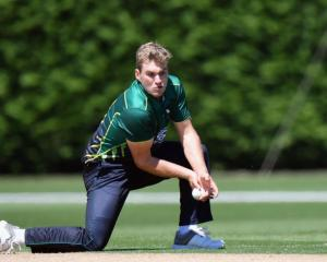 New Volts player Dean Foxcroft fields a ball for Central Districts. Photo: Getty Images