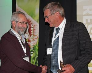 Geoff Asher receives the deer industry award from Deer Industry New Zealand chairman Ian Walker....