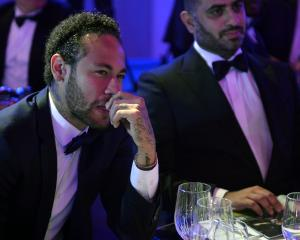 Neymar Jr. (left) at a gala event for his club side Paris saint Germain. Photo: Getty Images