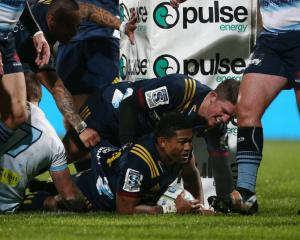 Waisake Naholo scores for the Highlanders against the Waratahs. Photo: Getty