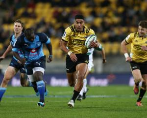 The Hurricanes' Salesi Rayasi makes a break against the Bulls. Photo: Getty