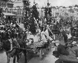 Thames Street, Oamaru, during the peace celebrations on July 19. - Otago Witness, 30.7.1919