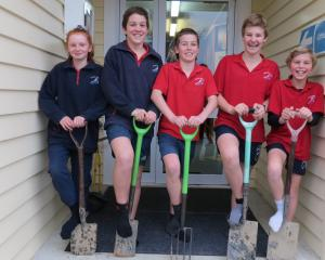 Dipton Primary School pupils are keen to spend a $500 voucher from the Plant Store in the spring....