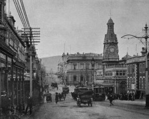 Princes St, Dunedin, looking north from Manse St corner. — Otago Witness, 11.12.1918.