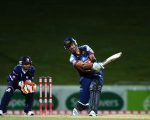 Ryan ten Doeschate hoicks it out of the ground against Auckland in 2014. Photo: Getty Images