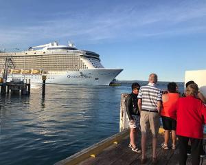 Ovation of the Seas departing Tauranga. Photo: Leah Tebbutt
