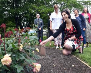 Unveiling a plaque signifying the gift of 20 roses to the University of Otago is Heritage Roses...