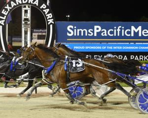 Ultimate sniper holds on to beat Mach Shard (obscured) and Thefixer in the interdominion Pacing...