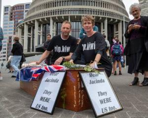 Camilla and Julian Cox travelled 1300km to deliver a letter to Prime Minister Jacinda Ardern....