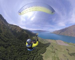 Richard Sidey paragliding over Lake Hāwea