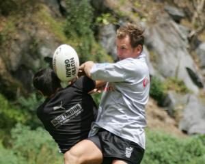 Rowan Baxter (right) during pre-season training for the Warriors in 2005. Photo: Getty Images