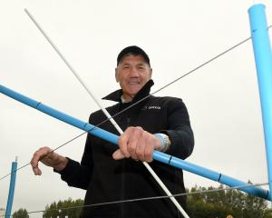 Dave Murray shows his winning fence dropper invention. PHOTOS: STEPHEN JAQUIERY