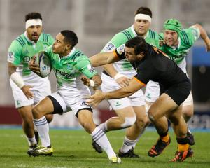 Aaron Smith of Highlanders evades a tackle from Agustin Creevy of Jaguares during a match between...