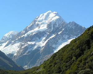 Aoraki-Mount_Cook_from_Hooker_Valley.jpg