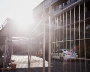 Police at a hotel being used as a managed isolation facility. Photo: RNZ /Dom Thomas