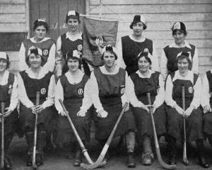 The Otago ladies' hockey team. — Otago Witness, 24.8.1920. 