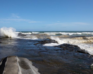 Muriwai Beach the day after a Burmese couple drowned while fishing off the rocks. Photo: RNZ