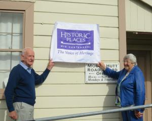 Peter and Gwenda Ireland prepare to unveil the new blue plaque on the Mount Hutt Road Board...