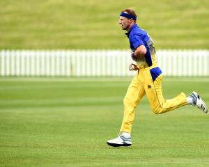 Otago quick Michael Rae picked up 4-39 to stifle Canterbury's chase. Photo: Getty Images