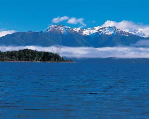 This 235km road trip southern Fiordland takes you from Tuatapere to Lake Te Anau via a valley...