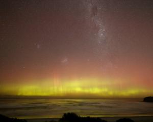 A bright view to the South this morning. The Aurora Australis