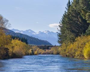 Autumn on the Hawea river