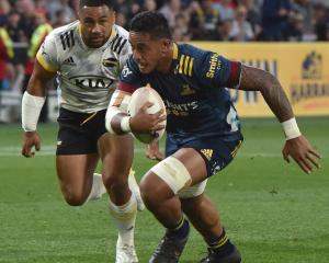 Shannon Frizell in action for the Highlanders against the Hurricanes. File photo